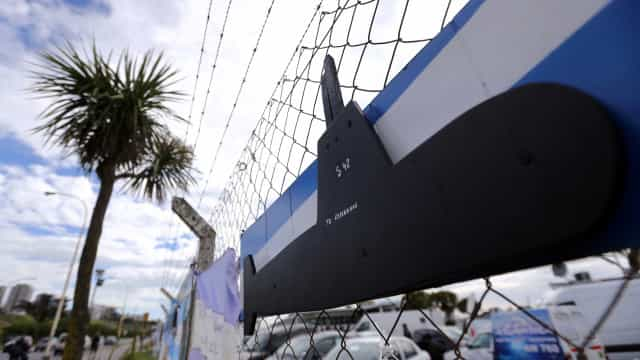 Autoridades argentinas minimizam chances de resgate de submarino
