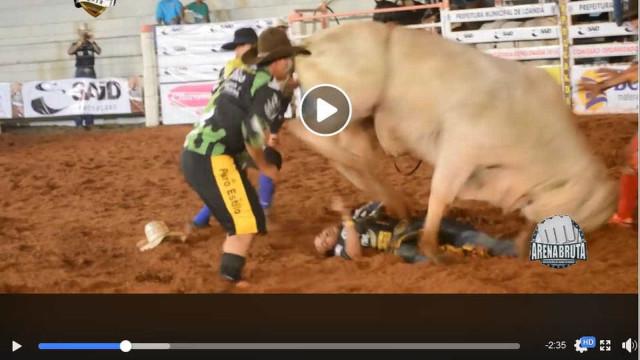 Peão fica em estado grave após ser pisoteado por touro em rodeio no PR
