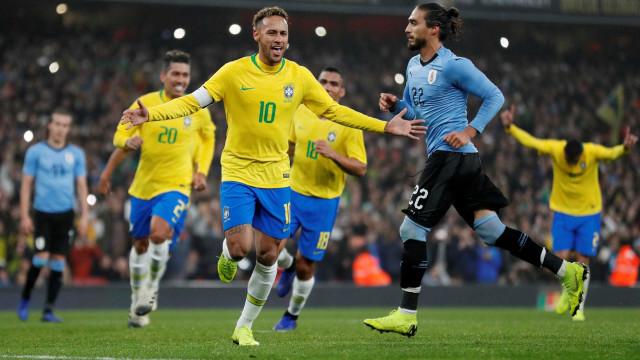 Mídia mundial destaca falta de Cavani em Neymar