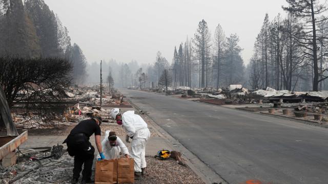 As fotos do incêndio que deixou pelo menos 79 mortos na Califórnia