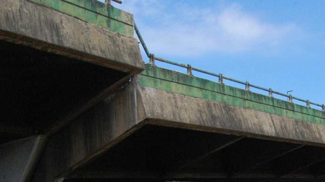 Viaduto que cedeu para de se mover e prefeitura faz testes com trens