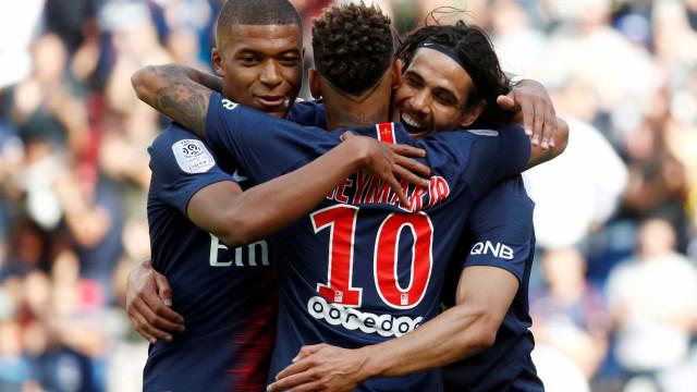 Cavani vê dificuldade em entrosamento com Mbappé e Neymar