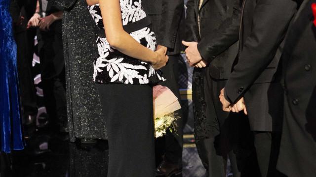 Meghan Markle mostra barriga saliente em evento de gala com Harry