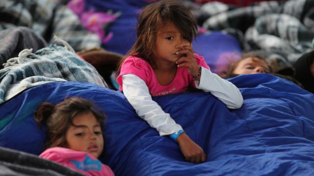 Tijuana se divide entre medo e compaixão por migrantes de caravana