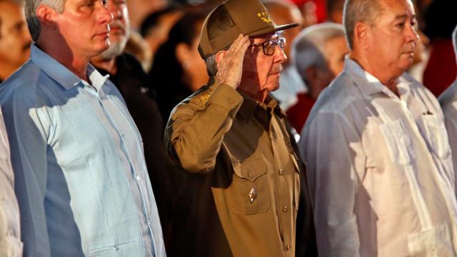 Mais Médicos: Raúl Castro recebe médicos cubanos que saíram do Brasil