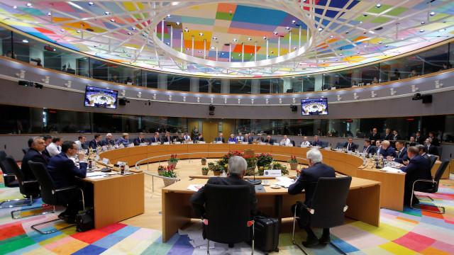 Líderes da União Europeia aprovam acordo do 'Brexit'