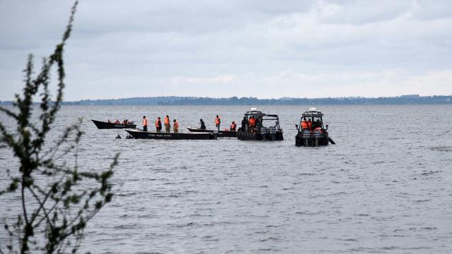 Três migrantes morrem e mais de 100 estão desaparecidos após naufrágio