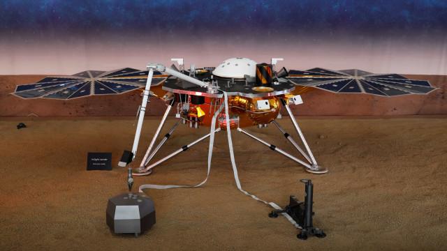 Sonda Insight envia foto incrível da superfície de Marte