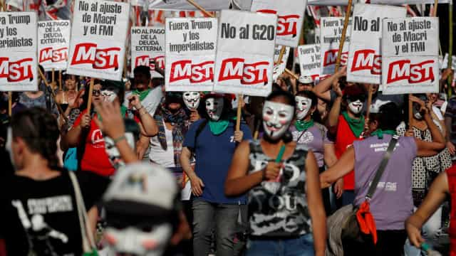 Buenos Aires recebe protesto contra encontro e acordo com o FMI