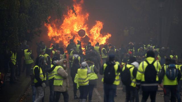 Veja quem são os 'coletes amarelos' que protestam na França