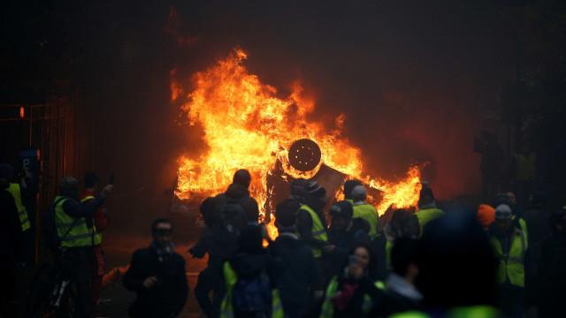 Mais de 287 são presos e 110 ficam feridos durante protesto em Paris