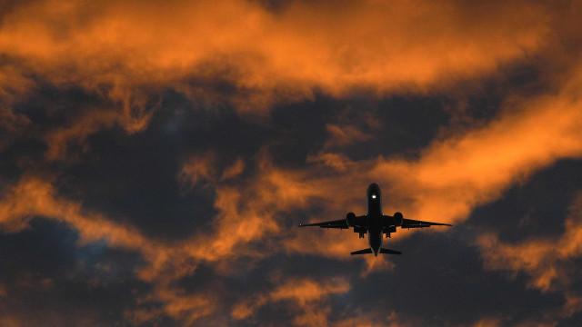 Queda de avião em centro de terapia infantil deixa mortos na Flórida