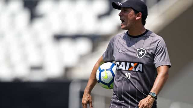 Zé pede, e Botafogo tenta manter trio emprestado pelo Corinthians