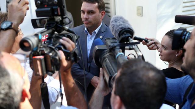 Flávio Bolsonaro não comparece a depoimento no Ministério Público