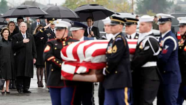 Corpo de George H. W. Bush tem funeral em Houston