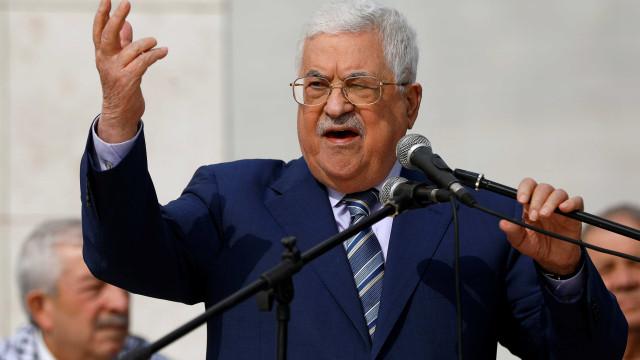 Abbas anuncia intenção de dissolver Parlamento palestino