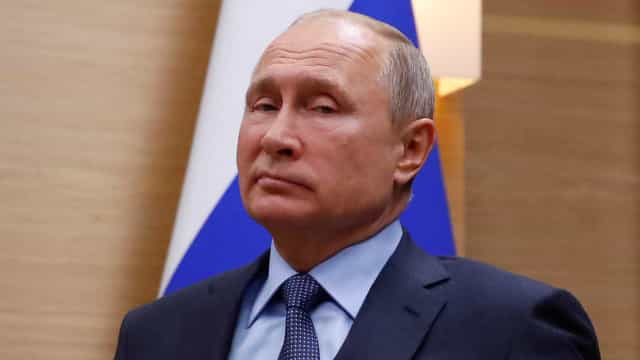 Putin trabalhou para a polícia secreta alemã nos anos 1980, diz jornal