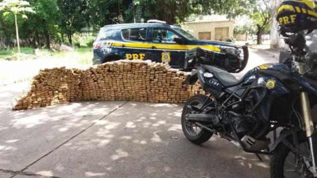 PRF e PM apreendem quase meia tonelada de maconha na Rio-Petrópolis