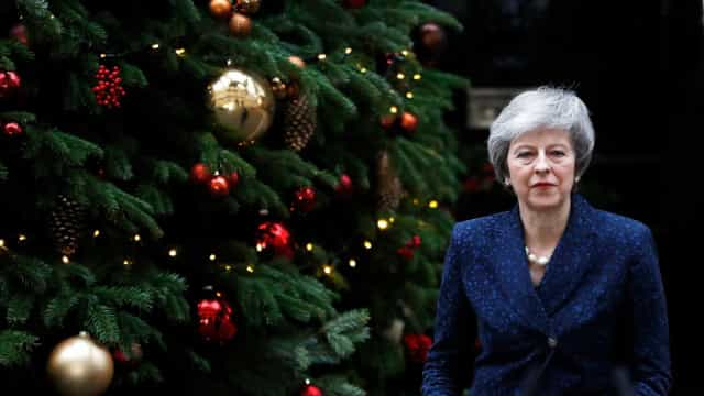Theresa May enfrentará voto de desconfiança de seu próprio partido