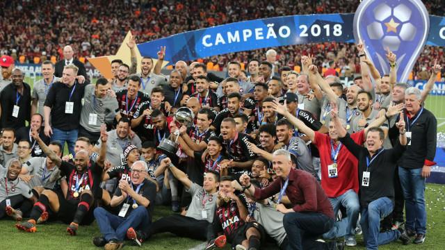 Atlético-PR vence Junior nos pênaltis e leva 1º título internacional