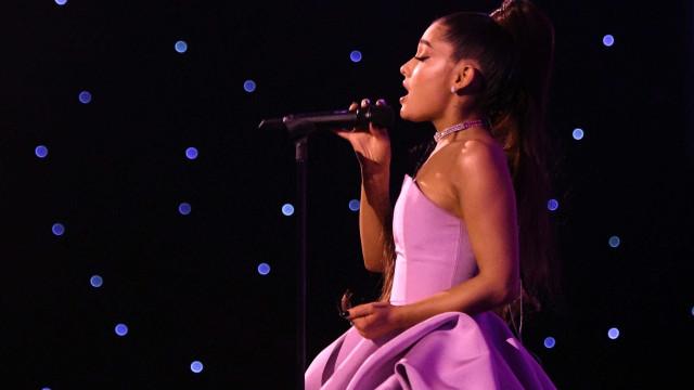 Ariana Grande desiste de pausa na carreira e promete disco em breve