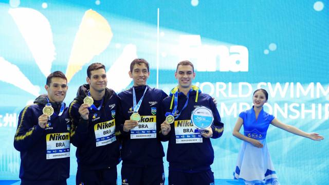 Brasil surpreende no 4 x 200 m livre e leva ouro com recorde mundial