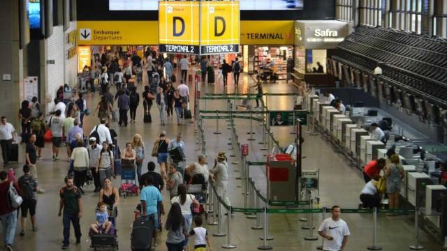 Caos no aeroporto de Gaurulhos atrasa e cancela voos