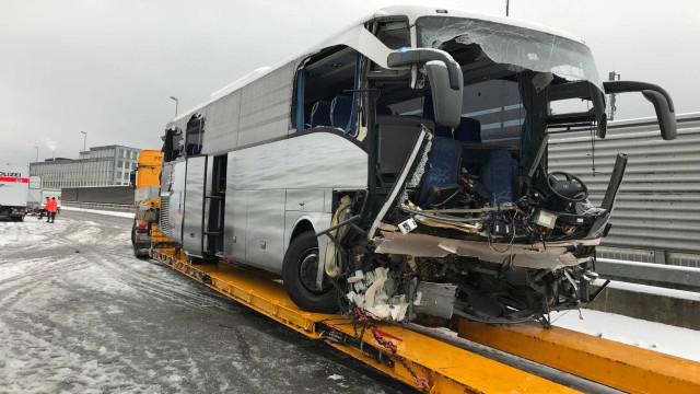 Acidente de ônibus na Suíça deixa morto e mais de 40 feridos