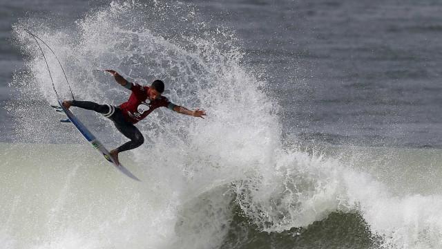 Filipinho vence repescagem e segue na disputa pelo mundial de surfe