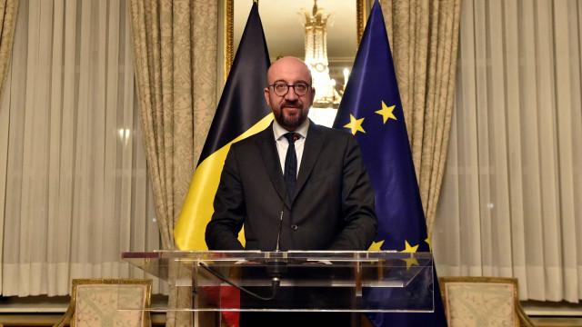 Premier da Bélgica renuncia após polêmica sobre acordo da ONU