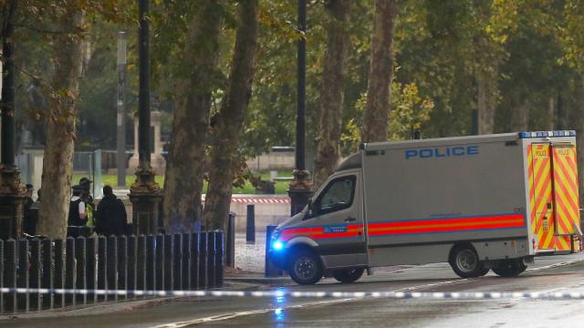Ataque a faca deixa feridos em centro de saúde em Londres