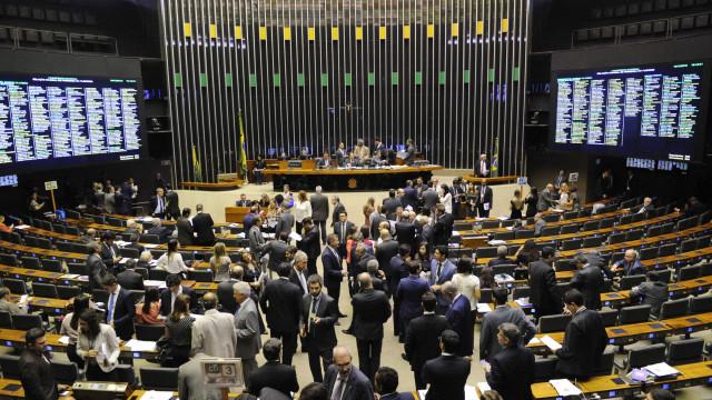 PSL monta estratégia para rebater parlamentares do PT e PSOL