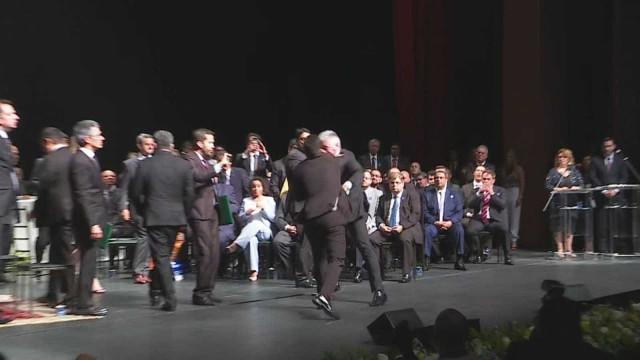 Diplomação em MG tem troca de socos entre deputados; veja vídeo