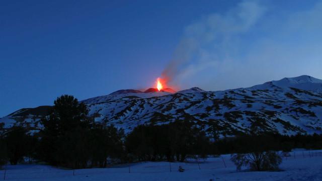 Terremoto causado por vulcão Etna deixa 10 feridos na Itália