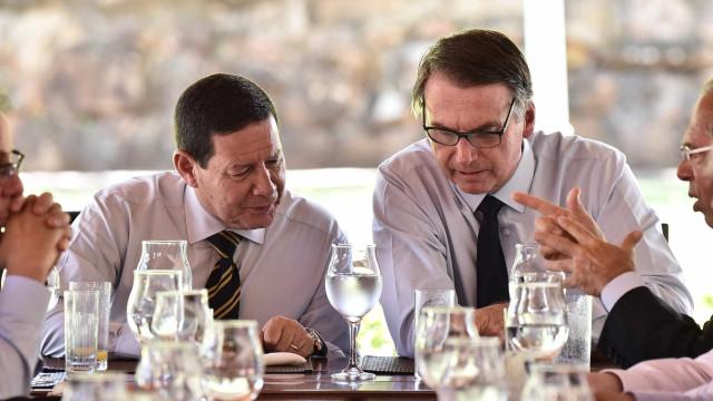 Bolsonaro recebe auxiliares no Alvorada antes de embarcar para Davos