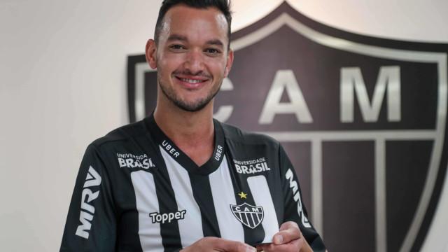 Anunciado pelo Atlético-MG, Réver se despede do Fla: 'Fiz meu melhor'