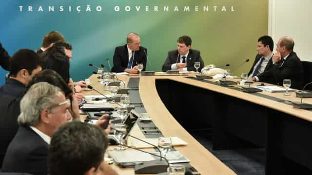 Em manual, Bolsonaro faz alerta para polêmicas, desgaste e burocracias