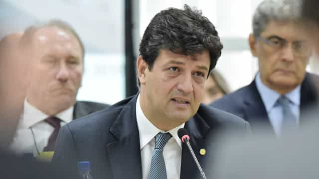 Novo ministro defende 3º turno em postos de saúde