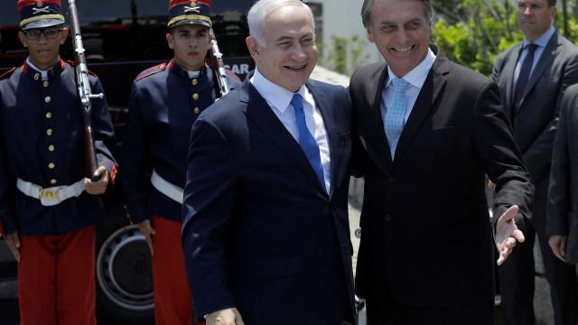 Investigado por corrupção, Netanyahu é condecorado por Bolsonaro