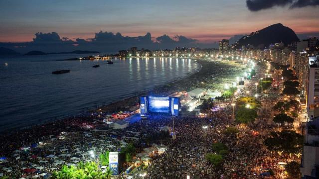 Réveillon de Copacabana tem roubo, bala perdida e arrastões