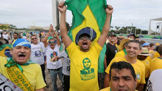 Apoiadores de Bolsonaro estão na Esplanada dos Ministérios para posse