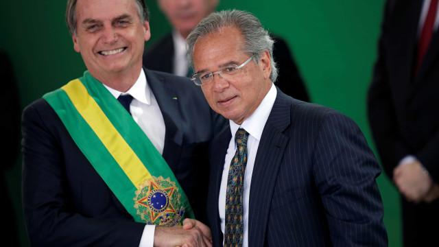 Após bate cabeça sobre IOF, Bolsonaro faz aceno a Guedes