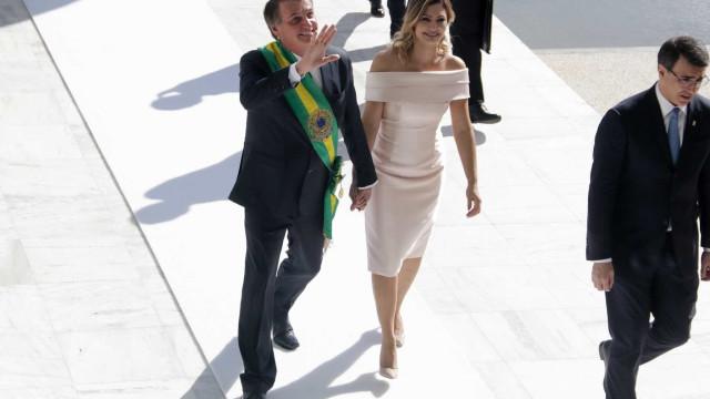 Vestido de Michelle Bolsonaro na posse será leiloado: 'Engajada'