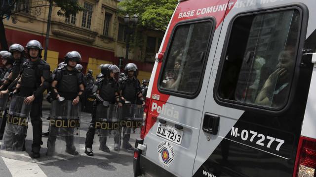 Dois são feridos em tiroteio entre PMs e bandidos em Perdizes, SP