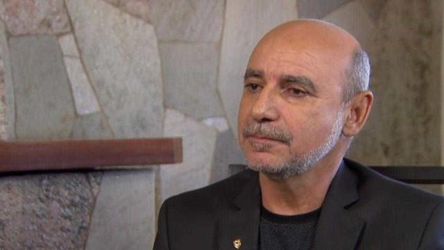 Após faltar a dois depoimentos no MP, Queiroz dança em hospital