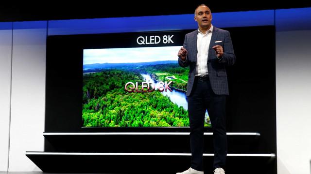 Samsung apresenta TV gigante com tecnologia 8K