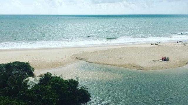 No sul da Paraíba, praia Bela permanece inexplorada
