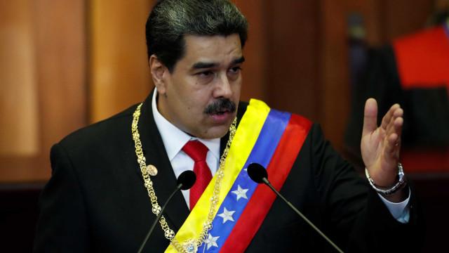 Maduro toma posse, acusa oposição e chama Bolsonaro de fascista