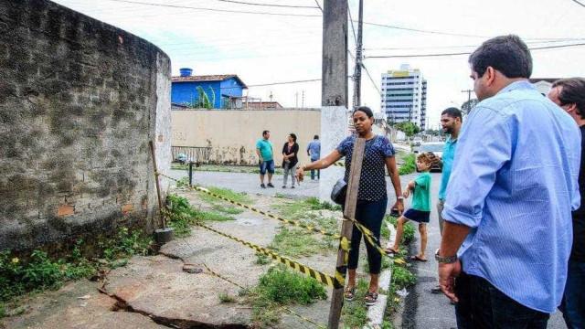 Rachaduras afetam moradores de Maceió; Bolsonaro determina investigação