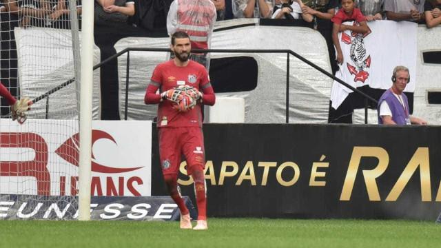 Elogiado por Sampaoli, Vanderlei se irrita com busca por goleiro